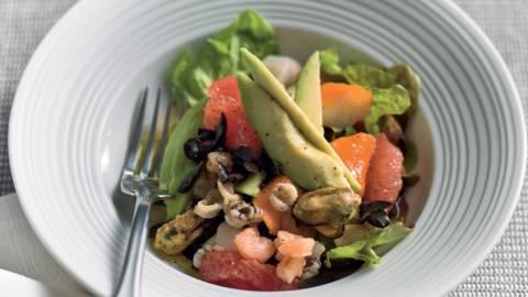 Salade de fruits de mer, avocat et pamplemousse