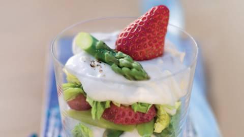 Verrine d'asperges vertes et fraises