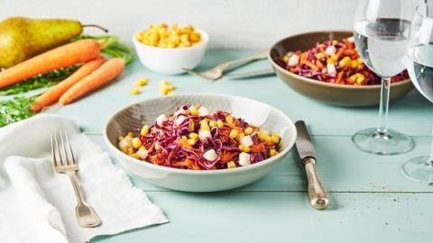 Salade de choux rouge, maïs, carottes et poire