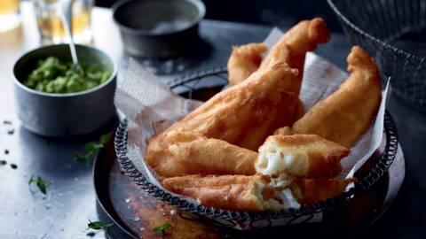 Poisson frit accompagné de purée de pois
