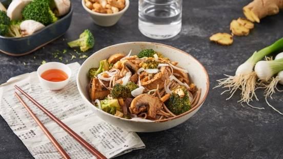Nouilles soba aux brocolis et sauce aux noix de cajou