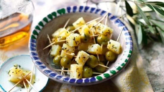 Dés de fromage Manchego marinés à l'huile d'olive