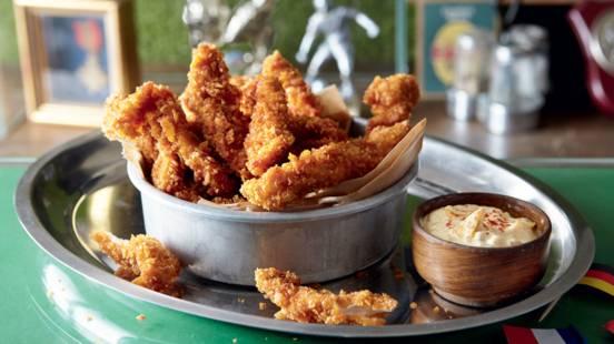 Sticks de poulet croustillant, dip curry-mangue