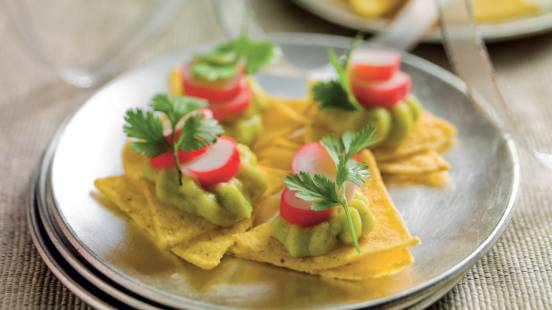 Toasts de chips et avocat