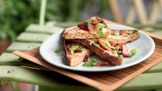 Toasts au bacon et fromage