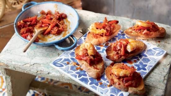 Tapas aux crevettes, poivrons et jambon Serrano