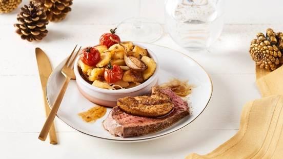 Rôti de bœuf façon Rossini, poêlée de pommes de terre et tomates cerise au thym et à l'ail