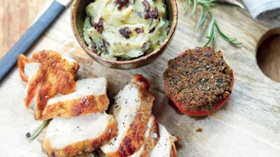Poulet mariné au romarin, purée et tomates à la provençale