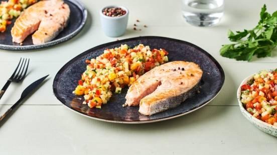 Saumon grillé et salade fraîche