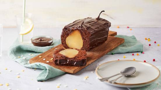 Cake au chocolat et poires pochées
