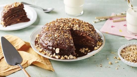 Gâteau de crêpes à la nougatine, chocolat et noisettes