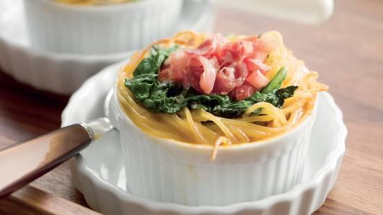 Nids de spaghetti aux épinards