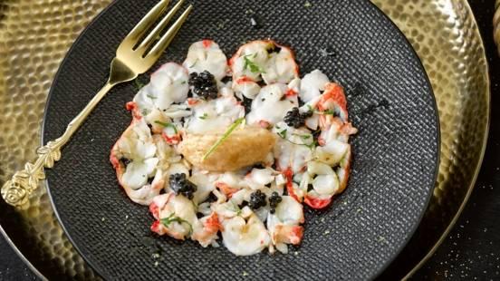 Carpaccio de homard à l'huile de truffe, caviar & sorbet pomme