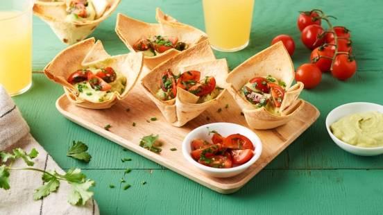 Tacos cupcakes à la mousse d'avocat, tomates et crème fraîche