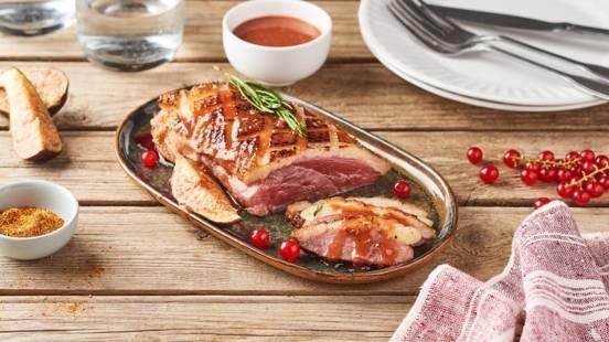 Magret de canard au barbecue et sauce à la groseille