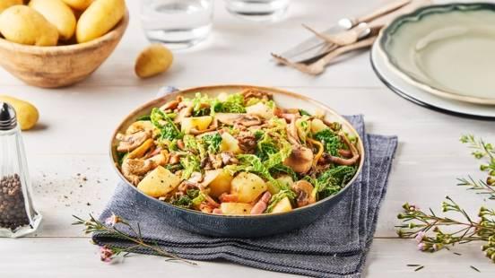 Poêlée de pommes de terre, choux, lard et champignons