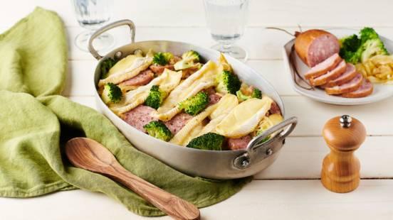 Gratin de pommes de terre, brocolis, saucisse de Morteau et reblochon