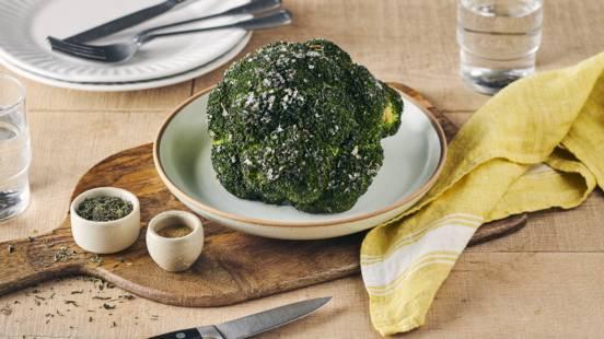 Brocoli entier grillé au four et graines de sésame
