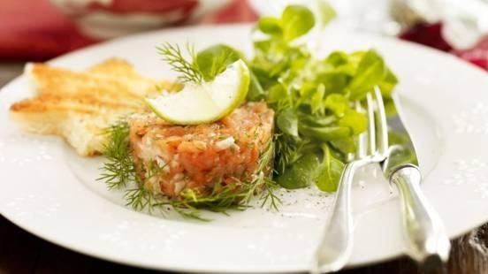 Tartare de saumon et mâche