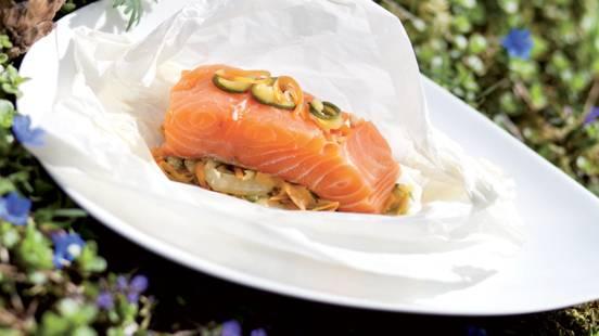 Papillote de saumon et julienne de légumes au gingembre