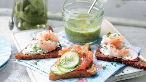 """Tartines Danoises """"Smörrebröd"""" aux crevettes et saumon"""