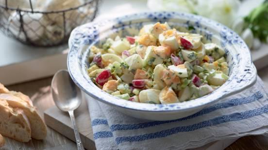 Salade composée aux œufs et mayonnaise maison aux herbes
