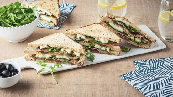 Club sandwich bacon et mozzarella