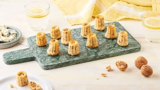 Cannelés au Roquefort et noix