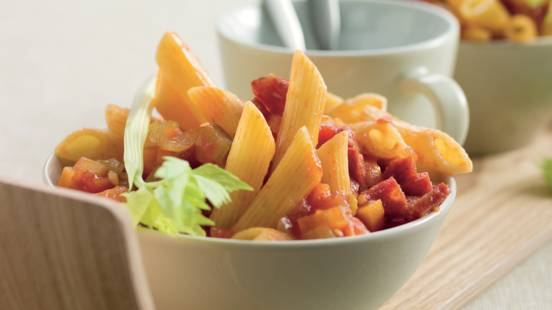 Penne à la sauce tomate épicée et salami