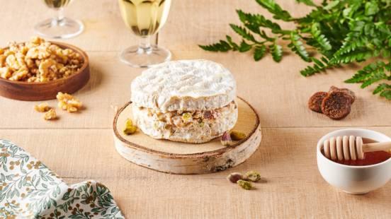 Camembert farci aux figues séchées, noix et pistaches