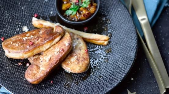 Foie gras poêlé, cigarette et compote de clémentines