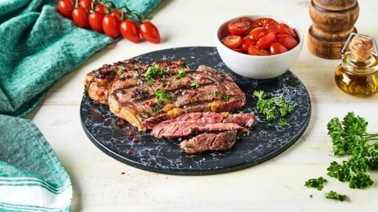 Bœuf mariné au barbecue aux baies rose et persil