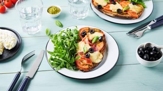 Tartines tomates olives et mozza