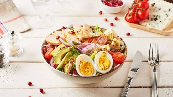 Salade de poulet, roquefort et avocats