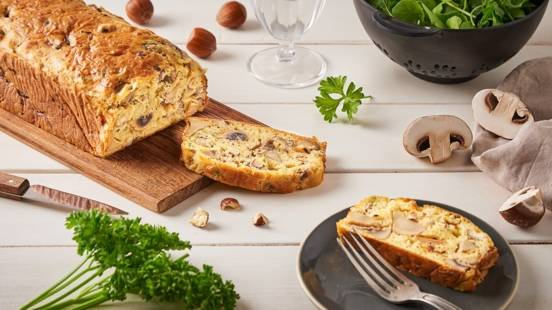 Cake aux champignons, noisette et persil