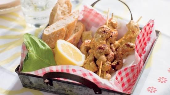 Brochettes d'escalopes de porc marinées à la bière