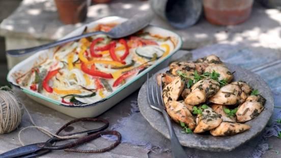 Filets de poulet aux herbes et gratin de légumes du soleil