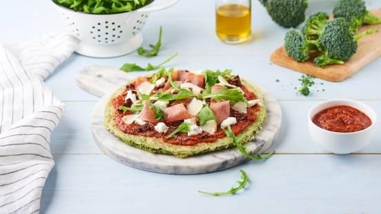 Pizza pâte au brocoli, ricotta et jambon cru