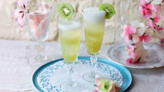 Cocktail aux kiwis et à la menthe