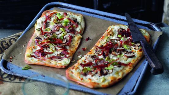 Tarte flambée aux champignons et lardons