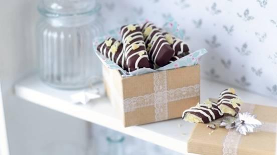 Bâtonnets chocolatés à la pâte d'amande et au gingembre