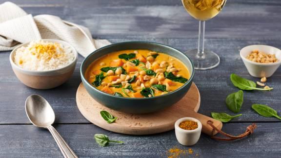 Curry de patates douces, épinards et cacahuètes