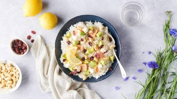 Poke bowl au saumon mariné, avocat et feta