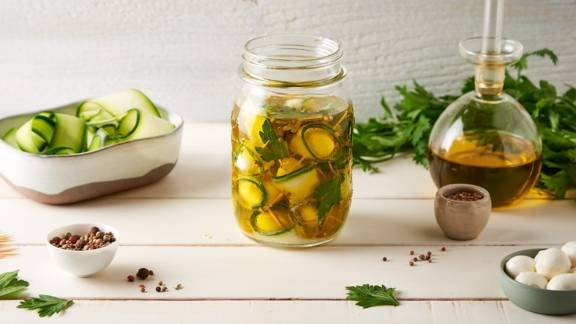 Courgettes marinées à l'huile d'olives, citron et persil