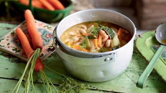 Soupe méditerranéenne aux pommes de terre, fenouil et haricots blancs
