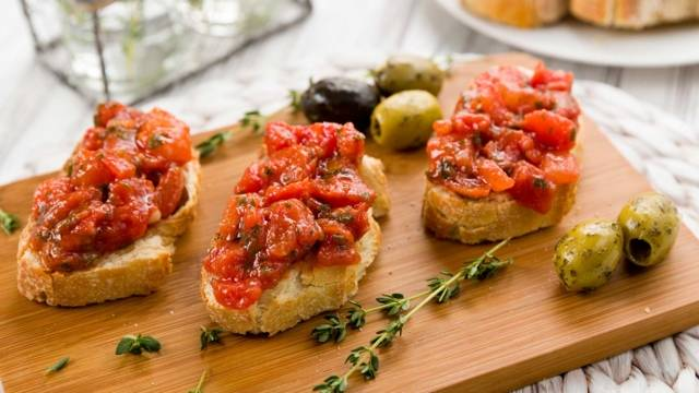 Bruschettas à la tomate