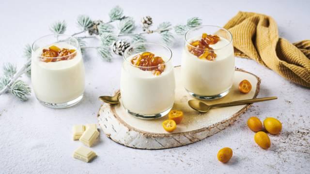 Mousse au chocolat blanc et compotée de kumquats