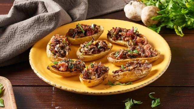 Pommes de terre farcies au jambon, persil, échalote, ail et cèpes