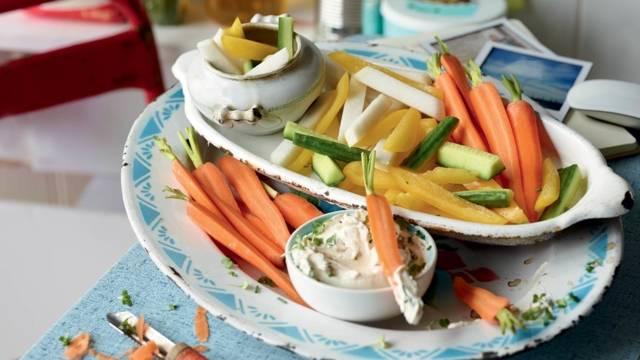 Bâtonnets de légumes crus, sauce maison