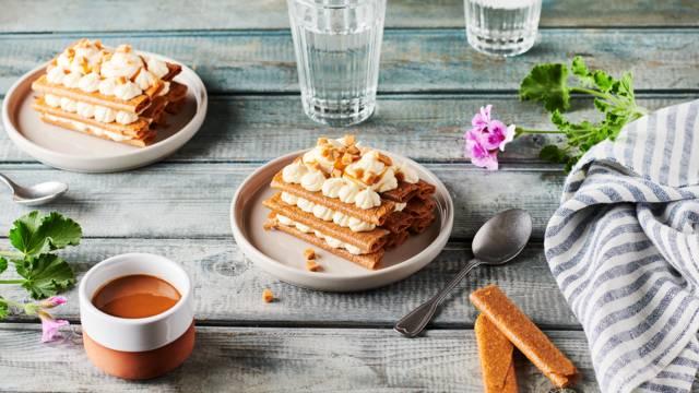 Millefeuille de gavottes, vanille et caramel au beurre salé